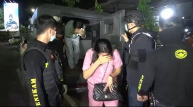 6 Gadis ABG Dipergoki Bugil bersama 8 Remaja Pria di Kamar Hotel