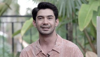 Mualaf, Aktor Reza Rahadian Bahagia bersama Ibu dan Adiknya Meski Beda Agama