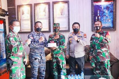 HUT ke-76 TNI-AL, Posal Selatpanjang Dapat Surprise
