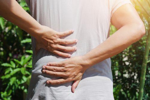 Sakit Pinggang Sebelah Kiri Bisa Disebabkan 5 Hal Ini, Termasuk Infeksi Ginjal