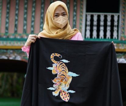 Dekranasda Kuansing Luncurkan Batik Bermotif Harimau