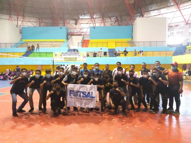 Lepas Tim Futsal U-18 ke Kejurda Pelalawan, Ketua KONI Kuansing: BerlagalahLebih Gigih, Gagah dan Berani