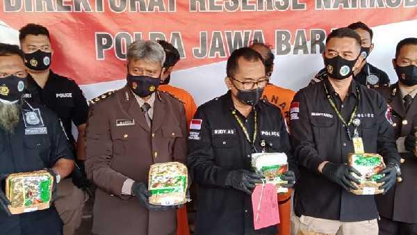 Bawa 10 Kg Sabu dari Riau, Dua Pria Asal Madura Ditangkap, Terancam Hukuman Mati
