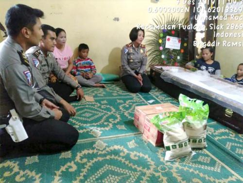 Bentuk Kepedulian, Satlantas Polres Siak Anjangsana ke Keluarga Korban Lakalantas di Siak