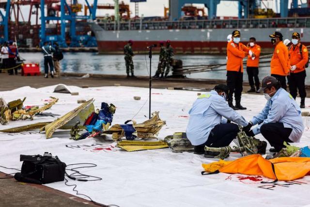 Sriwijaya Air SJ 182 Berkeping-keping, KNKT Duga Bukan karena Meledak di Udara
