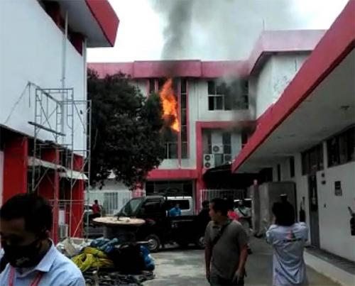 Kebakaran di Gedung Telkom Pekanbaru Berasal dari Ruangan Server Induk, Sempat Terdengar Suara Ledakan