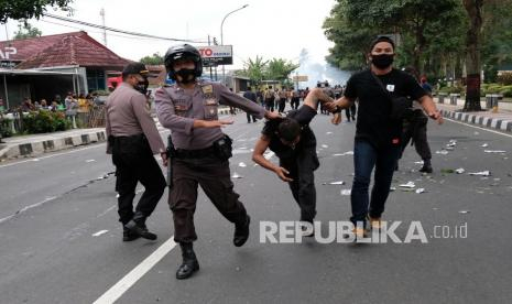 Tindakan Represif Polisi Terhadap Peserta Demo Dinilai Seperti Masa Penjajahan Belanda