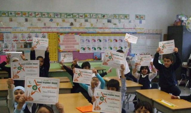 Guru Buka Paksa Hijab Siswi SD di Depan Kelas, Lalu Katakan Rambutmu Indah