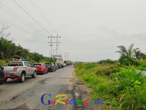 Waduh, Antrian Buka Tutup Pengerjaan Jembatan Koto Gasib di Siak Riau Mengular hingga 2 Km Lebih