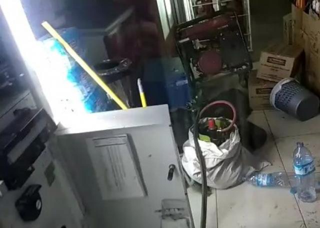 Hampir Tertangkap, Tiga Pelaku Pembobol ATM di Rengat Tinggalkan Barang Berharga Ketika Aksinya Diketahui Polisi