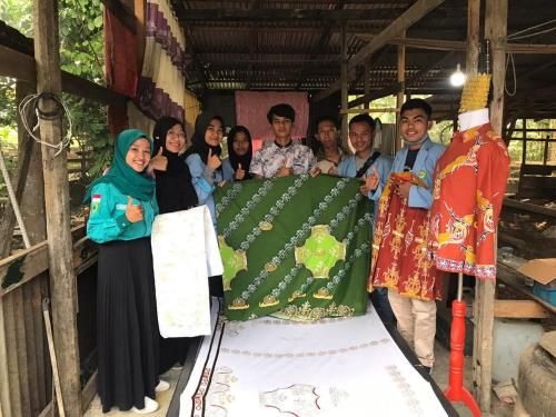 Mahasiswa KKN Unri Promosikan Batik Kuansing Melalui Youtube