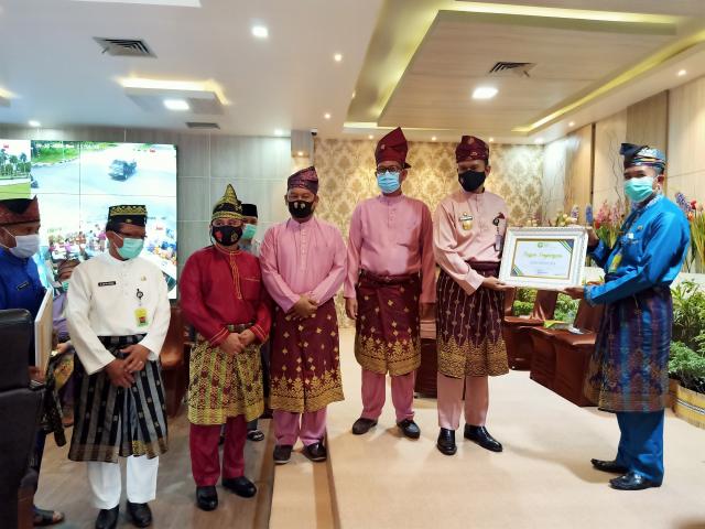 OPD Terbaik dan Berprestasi Terima Penghargaan di Hari Jadi Kabupaten Siak ke-21