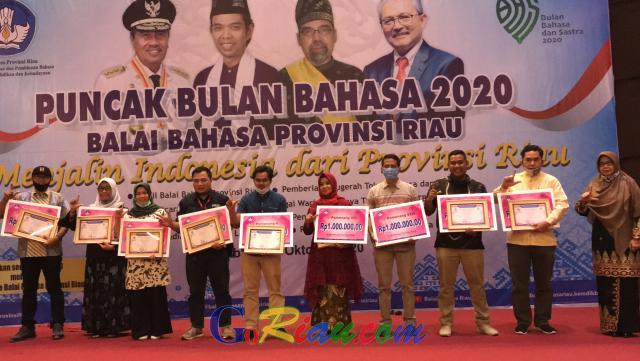 Puncak Perayaan Bulan Bahasa dan Sastra, Balai Bahasa Riau Beri Penghargaan ke Syamsuar, Abdul Somad Hingga Media