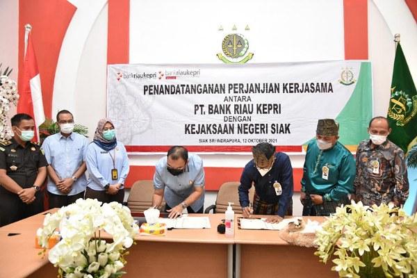 Bank Riau Kepri Teken MoU dengan Kejari Siak