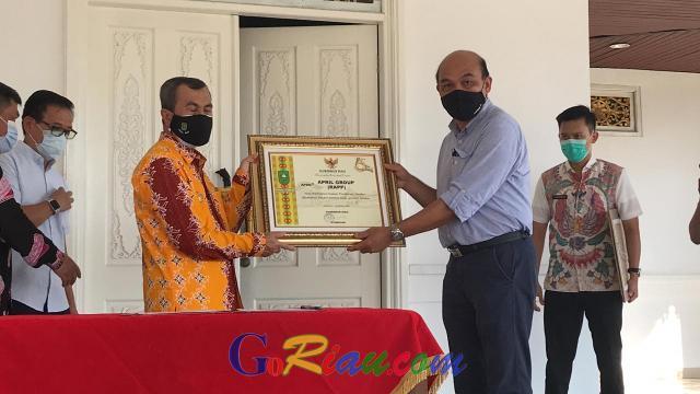 Penuhi Komitmen kepada Gubernur, RAPP Sudah Serahkan 400 Ribu Masker untuk Masyarakat Riau