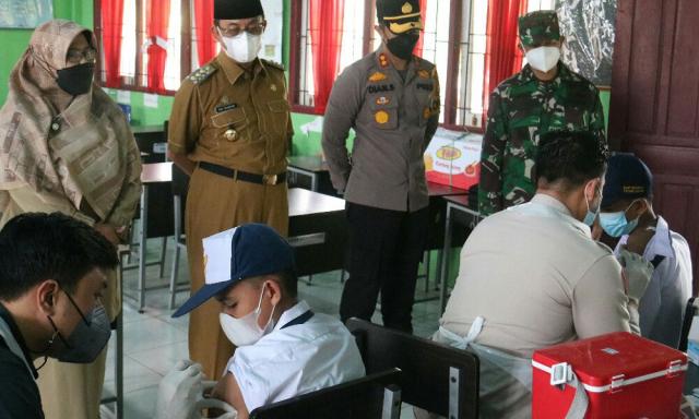 Kapolres, Bupati serta Dandim Tinjau Vaksinasi Pelajar di Tembilahan, Diikuti 269 Siswa