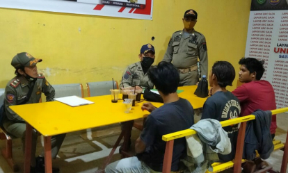 Pesta Miras di Pinggir Jalan, Tiga Pemuda Tanggung di Tembilahan Digelandang Satpol PP