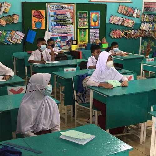Siswa Sekolah Dasar Mulai Masuk Sekolah di Pekanbaru