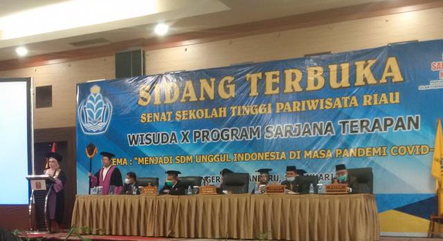 STP Riau Wisuda 73 Sarjana Terapan Pariwisata