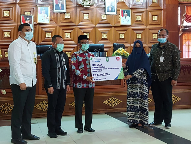 BPJS Ketenagakerjaan Salurkan Rp1,2 Miliar Manfaat Program JKK dan JKM untuk Non ASN di Siak