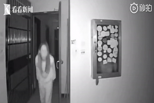 Diduga Sebar Virus Corona, Wanita di Wuhan Terekam Ludahi Gagang Pintu Tetangganya