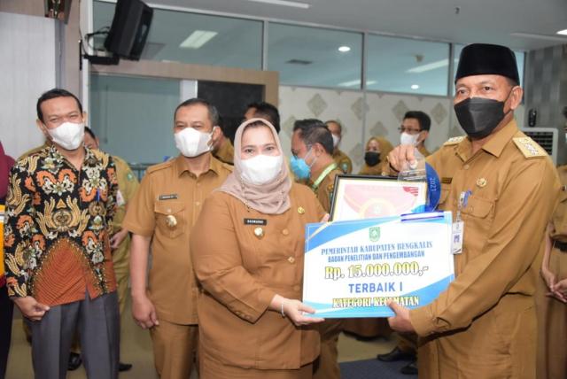 Lomba Inovasi Daerah Tingkat Kabupaten Bengkalis 2021, Disduk Capil dan Kecamatan Siak Kecil Terbaik