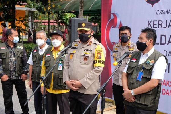 Dorong Percepatan <em>Herd Immunity,</em> Polda Riau Vaksin Ribuan Mahasiswa dan Dosen di Unri