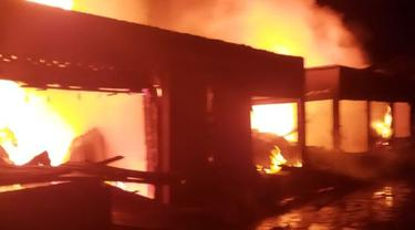 Pasar Baso Agam Terbakar, Puluhan Kios Hangus, Kerugian Miliaran Rupiah