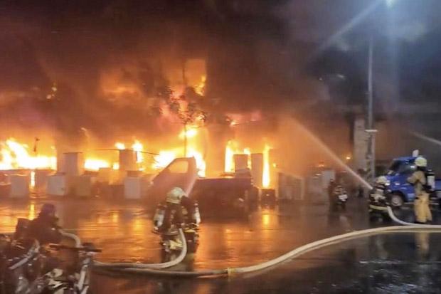 Bangunan Tua Terbakar, 46 Orang Tewas dan 41 Terluka