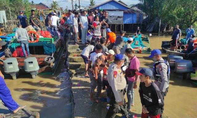 Dihantam Ombak, Speedboat Berpenumpang 45 Orang di Perairan Sungai Perak Inhil Tenggelam