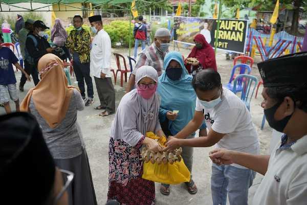 AMPG Pekanbaru Bagikan 50 Paket Sembako Kepada Masyarakat Kota Pekanbaru