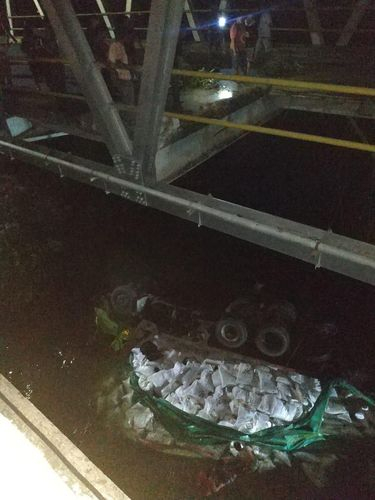 Jembatan Jebol, Truk 10 Roda Terjun ke Sungai, Sopir Selamat Setelah Baca Kalimat Syahadat 3 Kali
