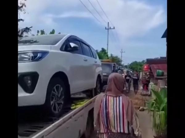 Viral Video, Warga Satu Desa di Tuban Borong 176 Mobil Baru