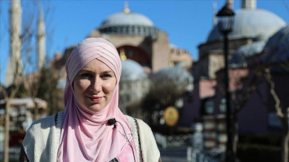 Kisah Mualaf Rosalie, Temukan Keindahan Islam Setelah Kunjungi Masjid Biru