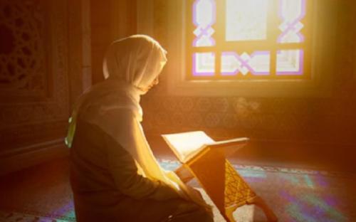 Kisah Mualaf Aysha, Antusias Belajar Islam Setelah Terkesan Lihat Teman Muslimnya Terdiam Dengar Azan