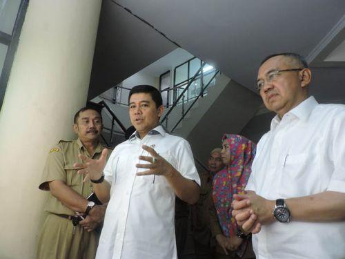 Di Pekanbaru, Menpan RB Yuddy Chrisnandi Disuguhkan Kantor BPBD yang Kotor