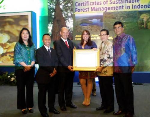 Kesungguhan APRIL Group Kelola Hutan Berkelanjutan Berbuah Sertifikat PEFC