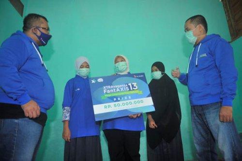 Pelanggan Asal Tanjung Balai Raih Hadiah Puluhan Juta Kuis Xtravaganza dan FantAXIS
