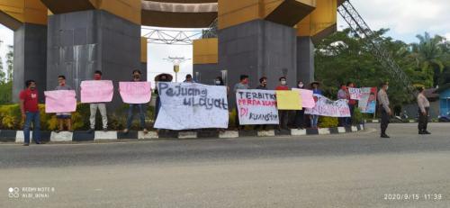 Didakwa Bakar Ekskavator PT DPN, Kades Siberakun Kuansing Bersama Empat Warganya Dituntut 4 Tahun