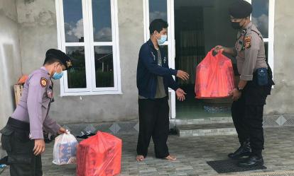 Jumat Barokah, Polres Inhil Kembali Bagikan Nasi Kotak ke Panti Asuhan di Tembilahan