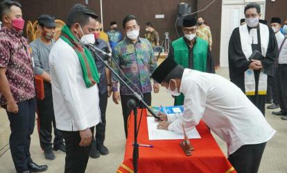 Lantik 66 Anggota BPD, Bupati Pelalawan Minta Bekerja dengan Hati