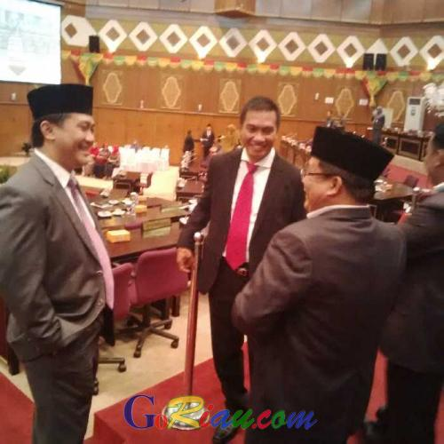 Hadiri Pelantikan PAW Anggota DPRD Riau, Cabup Rohul Suparman Tampak Sumringah