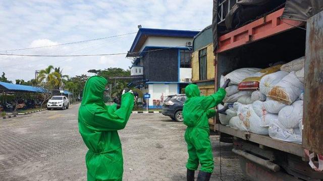 550 Karung Sarung Tangan Bekas dan 201 Karton Obat Ilegal Impor Diamankan Bea Cukai Dumai
