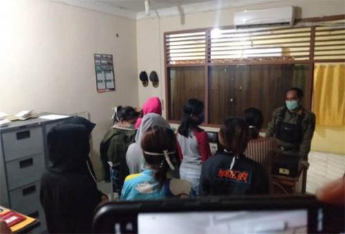 Bukannya di Rumah Aja, Empat Pasangan di Inhil Malah Ngamar, Akhirnya Ditangkap Satpol PP