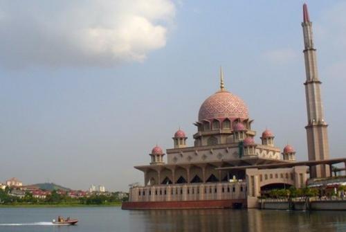 Umat Muslim Malaysia Harus Terdaftar Bila Ingin Shalat di Masjid