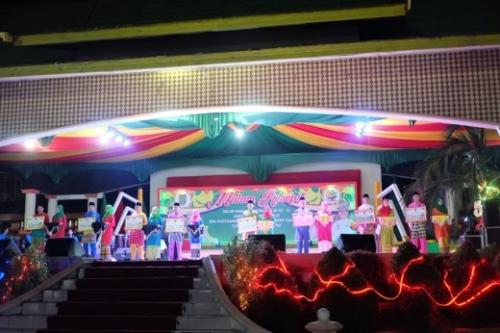 Kemeriahan Pesta Rakyat, Dari Ribuan Makanan Gratis hingga Lencana Gemilang Award untuk 8 Orang Tokoh di Inhil