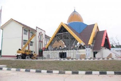 Waduh, Belum Dipakai Gedung SMP Madani Senilai Rp45 Miliar Sudah Bocor