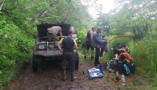 Hindari Terkaman Beruang, Pasutri 10 Hari di Atas Pohon, Ditemukan Tim SAR dalam Kondisi Lemas