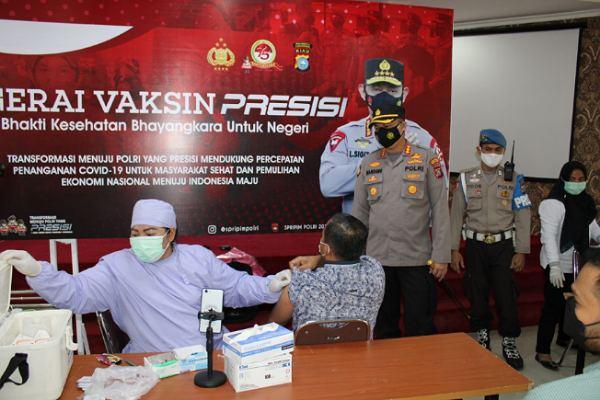 Meski Sudah Divaksin, Kapolresta Pekanbaru Imbau Masyarakat Tetap Patuhi Protokol Kesehatan