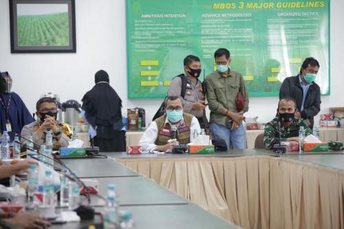 Datangi Perusahaan yang Paling Banyak Kasus Covid-19, Gubernur Riau Tegaskan Ini